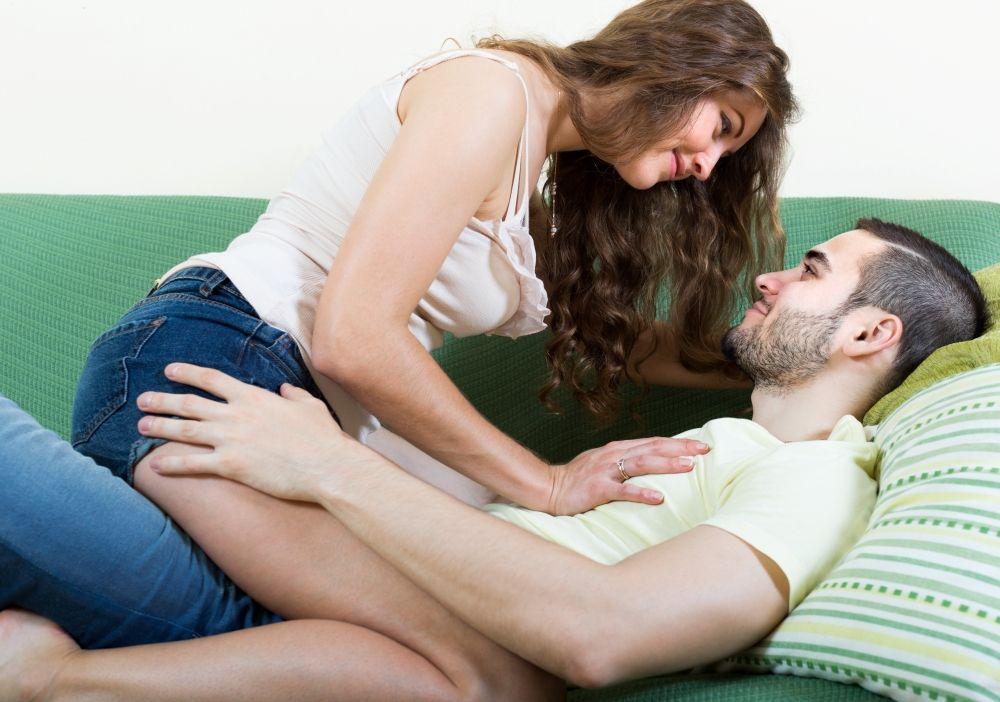 5 Posisi Bercinta yang Sesuai Ukuran Penis
