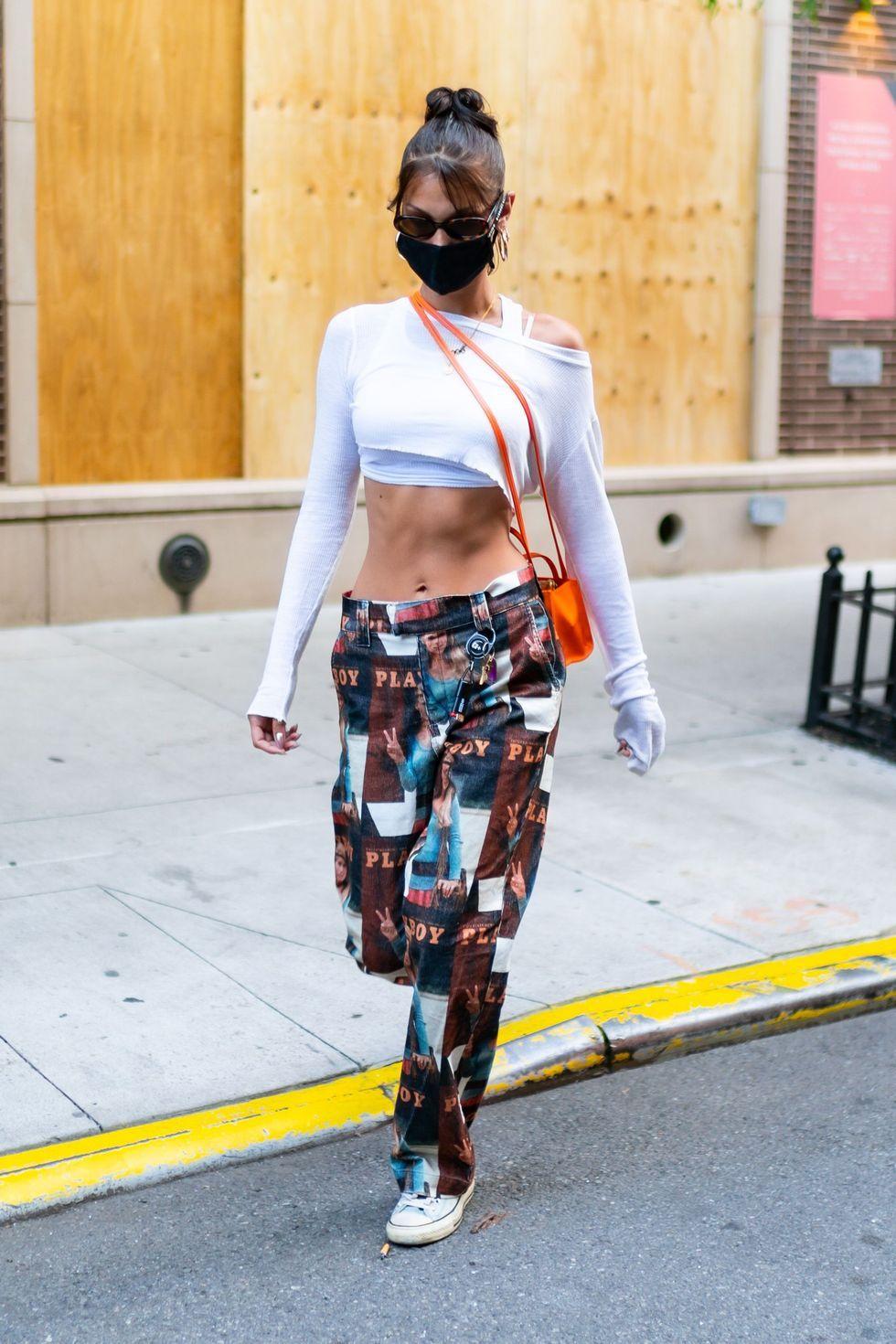 Gaya Pakaian Bella Hadid di Masa Pandemi, Tetap Seksi di Jalanan!