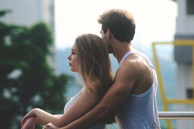 6 Cara Memberitahu Pasangan Bahwa Kamu Butuh Waktu untuk Sendiri