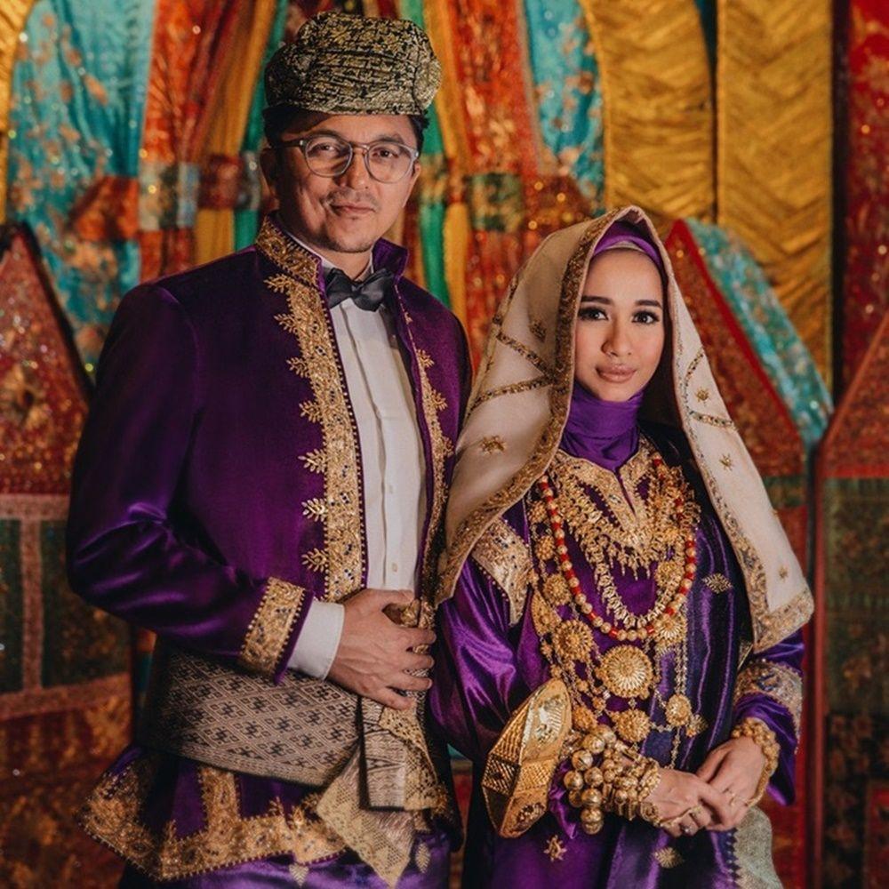 Lestarikan Budaya, 7 Artis Ini Foto Pre-Wedding dengan Adat Minang