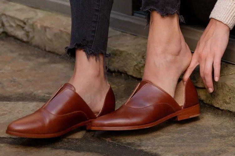 Yuk, Buat Koleksi Sepatu Kulit Lebih Berkilau dengan 5 Bahan Ini!