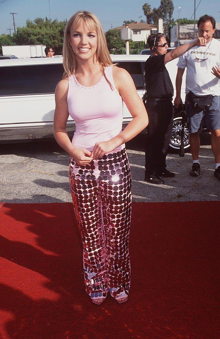 Transformasi Gaya Britney Spears, Baju Ikonik 90-an hingga Gaun Seksi