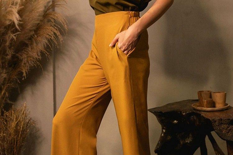 #PopbelaOOTD: Ikut Tren Kekinian Pakai Celana Kuning dari Brand Lokal