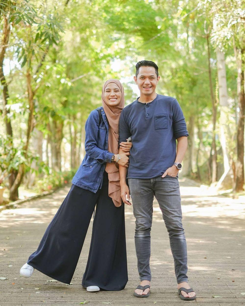 Menikah dengan Teman Lamanya, 10 Pasangan Artis Ini Hidup Bahagia