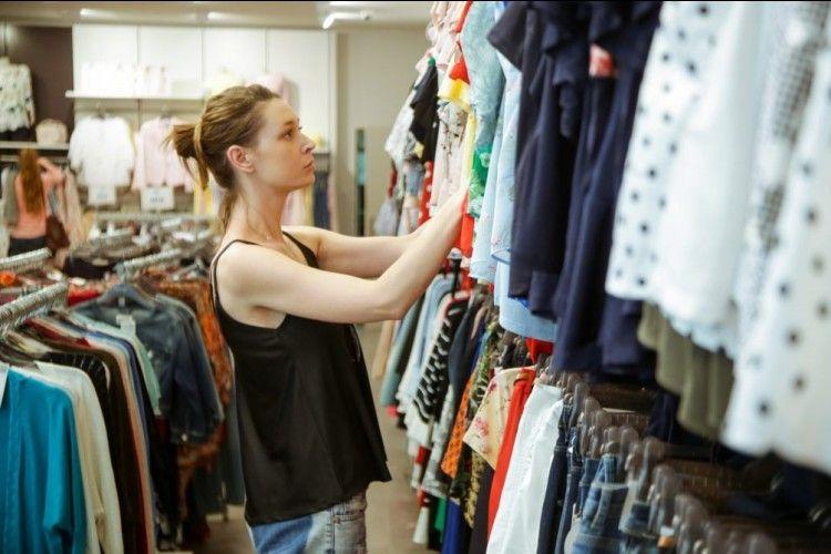 Gampang Banget! Ini Cara Mencuci Baju Bekas dari Thrift Shop