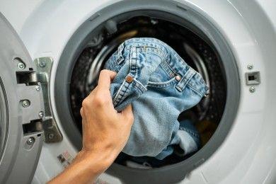 Cara Tepat Mencuci Pakaian Denim Mesin Cuci