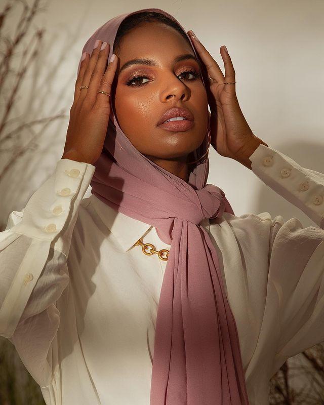 Kenali Yuk! 10 Jenis Kain Hijab dan Karakteristiknya