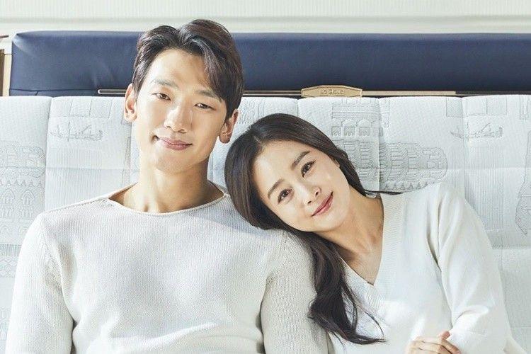 Makin Romantis! 10 Foto Terbaru Kim Tae Hee & Rain yang Jarang Disorot