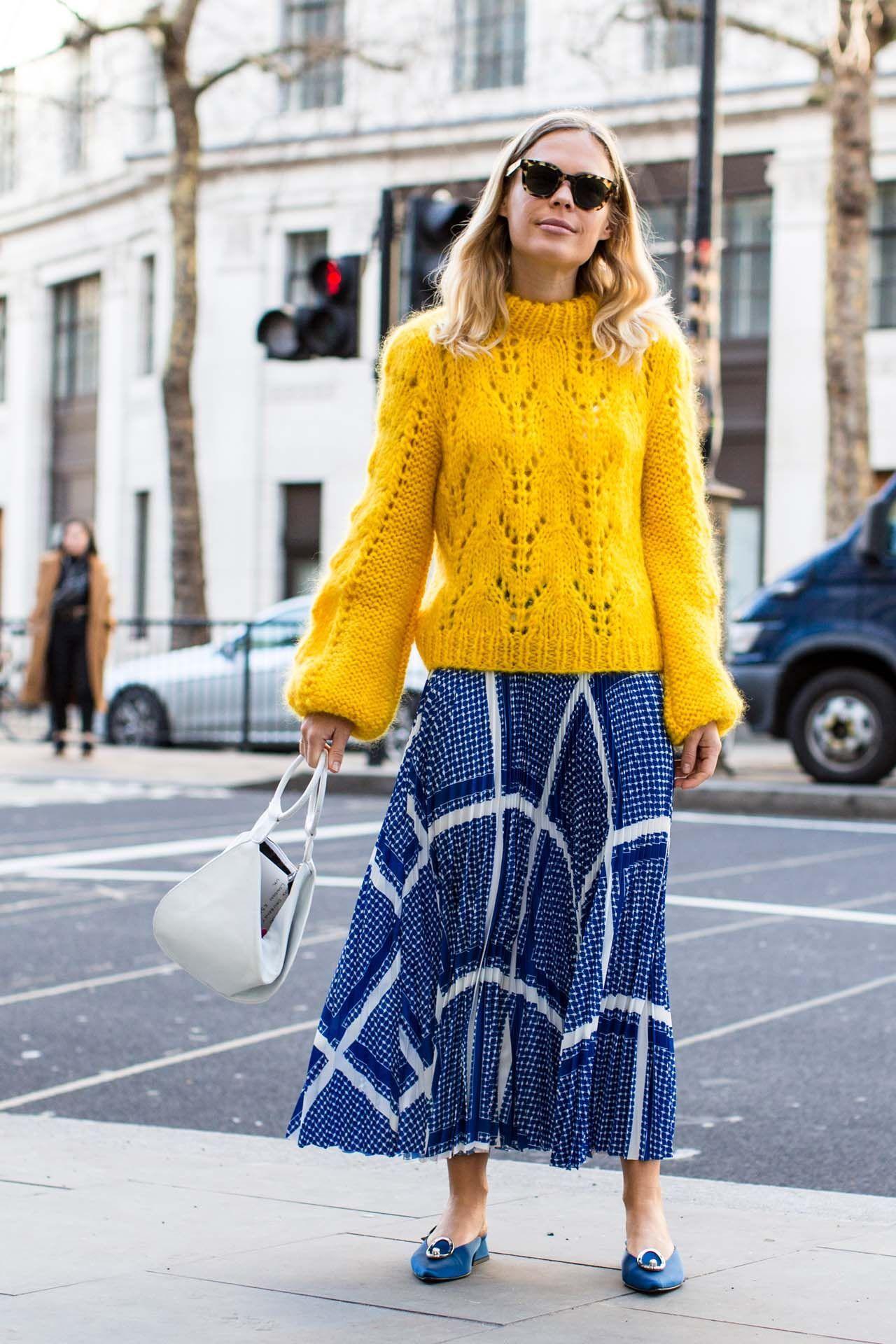 Tips Padu-padan Sweater Tebal Saat Musim Hujan
