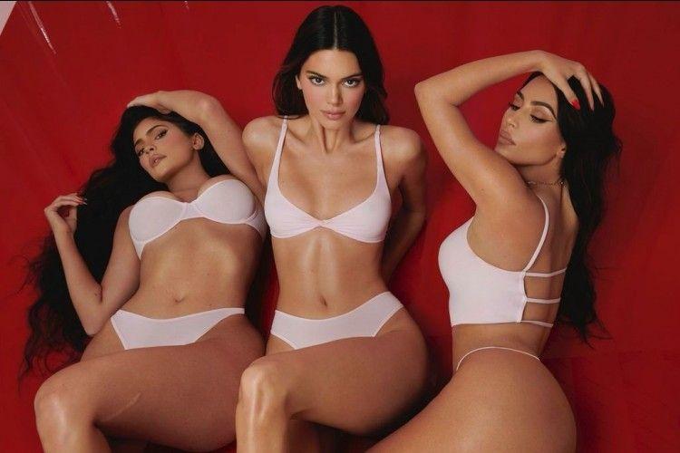 Kim Kardashian Lakukan Pemotretan Seksi dengan Kendall & Kylie Jenner