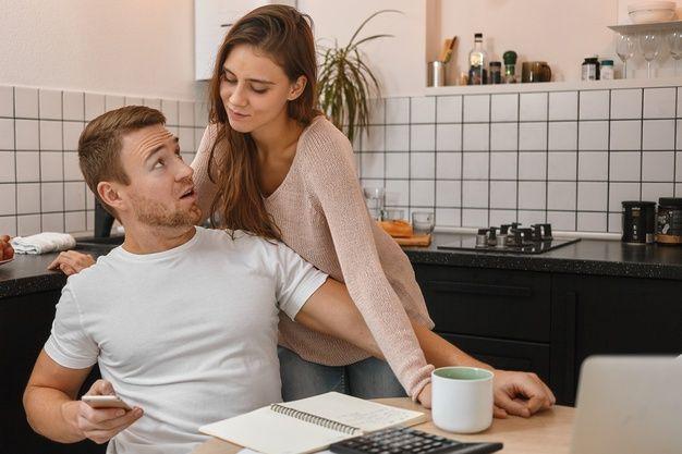 7 Cara Menghadapi Pasangan yang Penakut