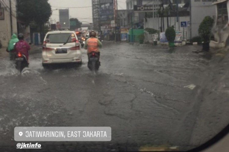 Waspada Hujan Lebat, BMKG Prediksi Jakarta Tergenang Banjir Besar