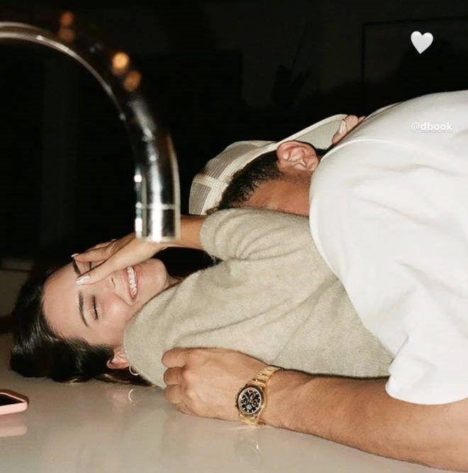 Go Public, 8 Potret Gaya Pacaran Kendall Jenner vs Kourtney Kardashian