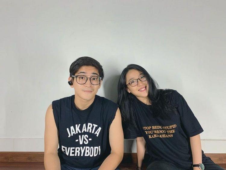 Kakak Rasa Pacar! 9 Potret Akrab Seleb Pria dengan Adik Perempuannya