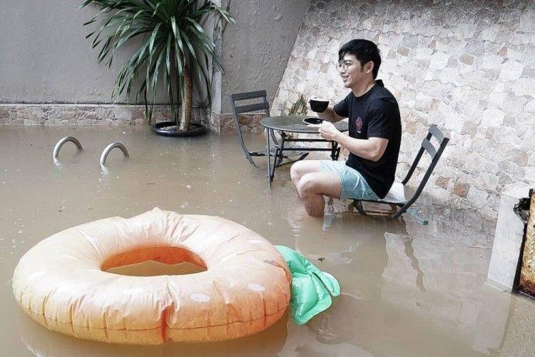 10 Unggahan Artis Korban Banjir, Ada yang Santai Hingga Mengungsi