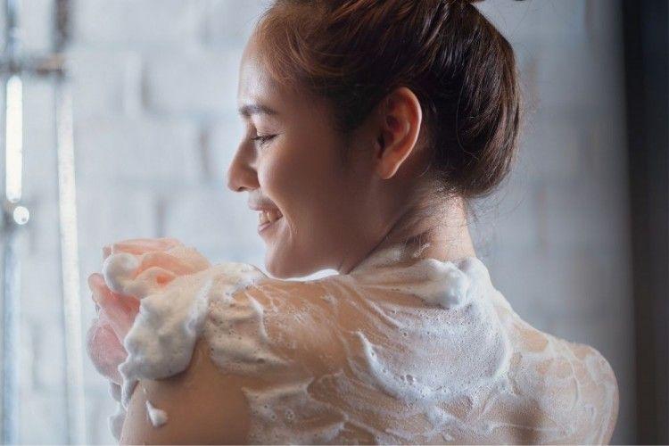 7 Rekomendasi Merk Sabun Mandi untuk Mengatasi Jerawat