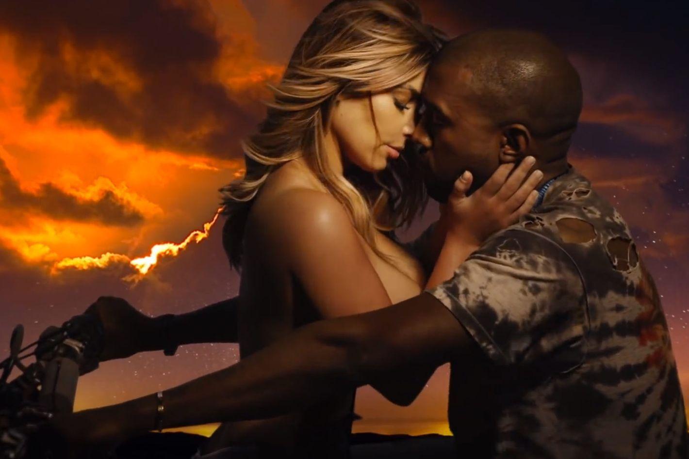 Resmi Bercerai, Intip Lagi Gaya Mesra Kim Kardashian dan Kanye West