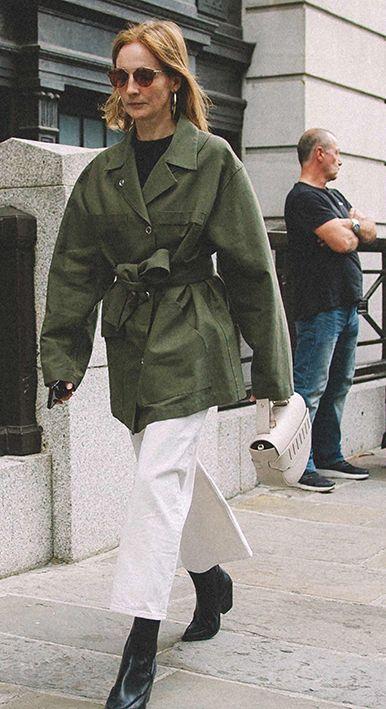 Tips Stylish Pakai Jaket Hijau Army