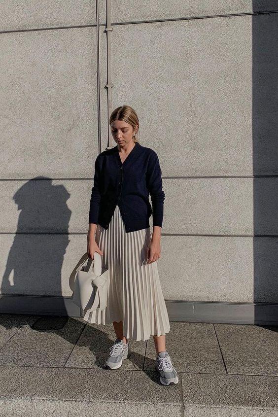 Ciptakan Casual Look Memakai Rok Pleated