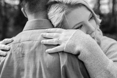 Ini 8 Cara Membantu Pasangan Sedang Berduka