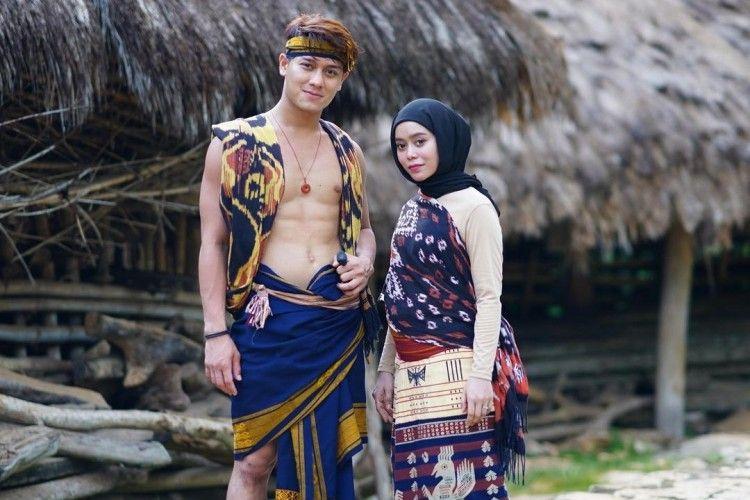 Heboh! Ini Gaya Pasangan Artis Indonesia yang Foto bak Pre-Wedding