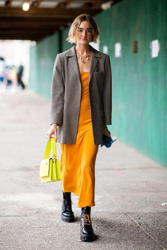 Mix N Match Dress dan Blazer untuk Tampil Stylish