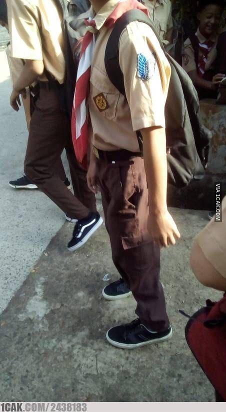 10 Potret Orang dengan Kostum 'Attack On Titan', Bikin Ngakak Banget!