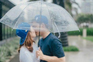 Tak Ha Menyenangkan, Ini Manfaat Bercinta Musim Hujan
