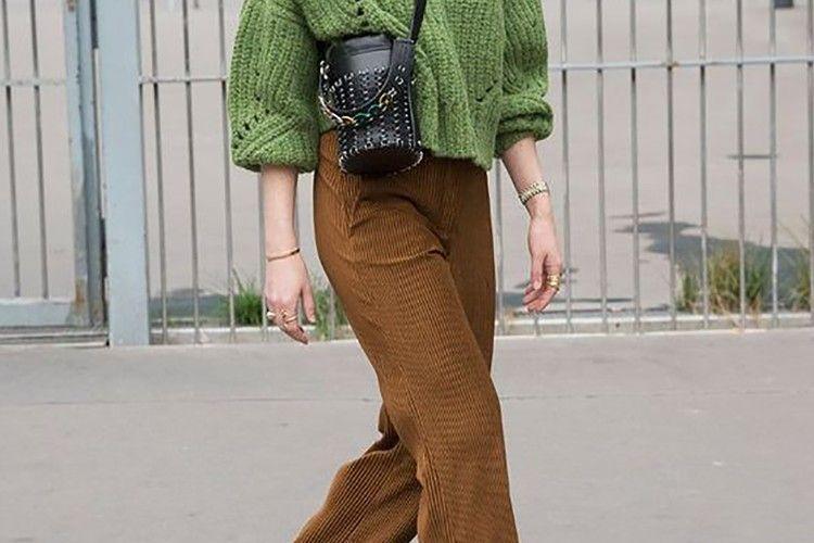 Tampil Minimalis dengan Celana Warna Cokelat