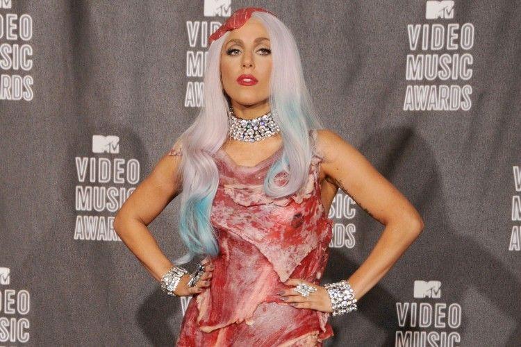 Deretan Kostum Nyentrik dan 'Aneh' Lady Gaga di Karpet Merah