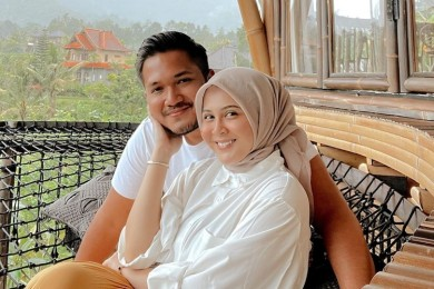 10 Potret Mesra Pasangan Artis Baru Menikah, Dunia Milik Berdua