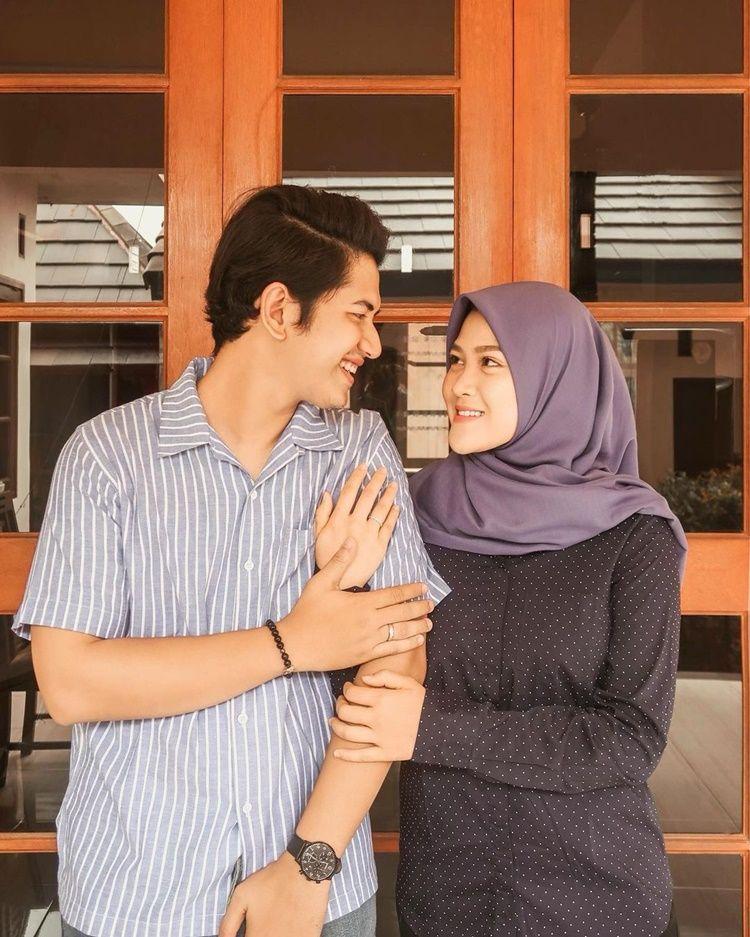 Rumah Tangga Bermasalah, 10 Momen Mesra Zikri Daulay & Henny Rahman