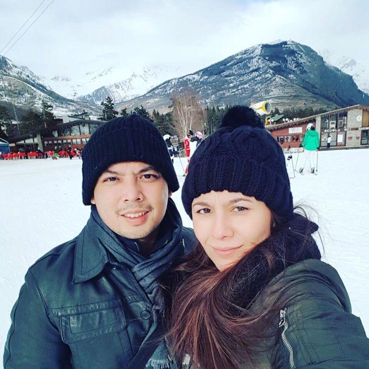 Bercerai, Ini 9 Potret Perjalanan Cinta Wulan Guritno & Adilla Dimitri