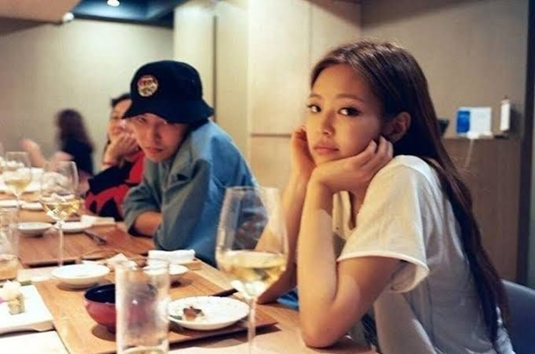 Ketahuan Pacaran, 9 Momen Kedekatan G-Dragon dan Jennie 'BLACKPINK'
