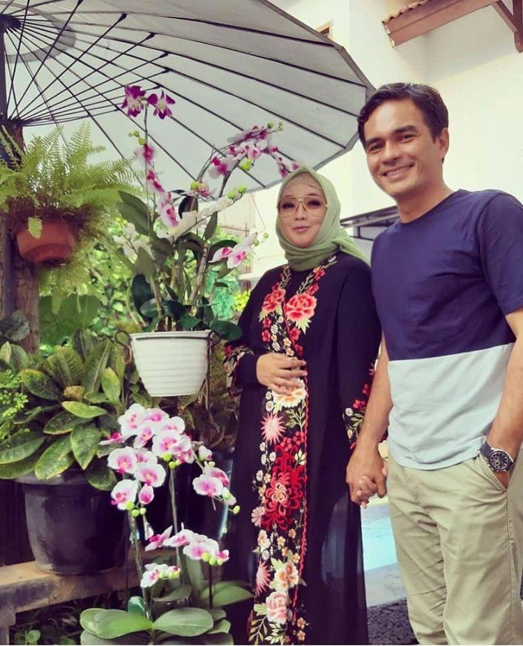 Tinggal Kenangan, 9 Momen Rina Gunawan & Teddy Syach Sebelum Berpulang