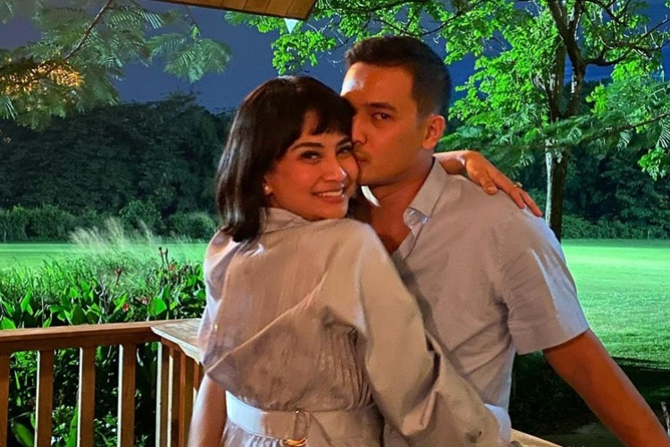 6 Kronologi Isu Perselingkuhan Suami Vanessa Angel, Adik Jadi Pelakor?