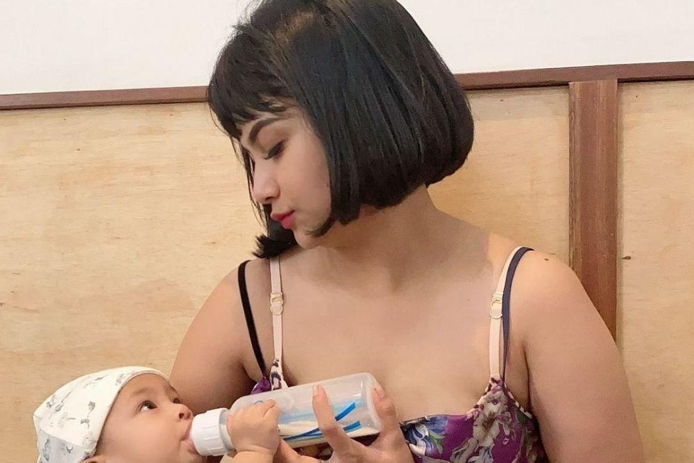 Mama Seksi Idola Lelaki, Intip 7 Potret Vanessa Angel
