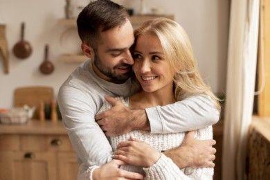 10 Alasan Perempuan Lebih Tertarik Pria Dewasa