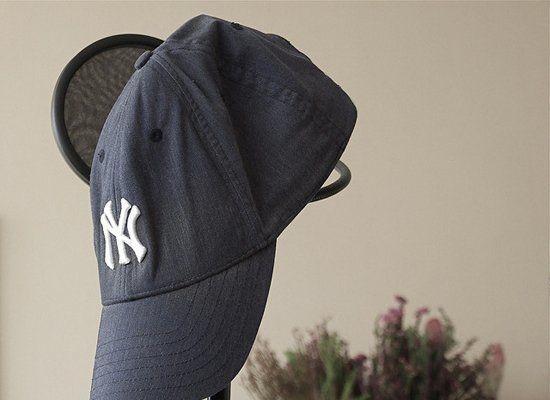 Tanpa Merusak Bentuk, Ini Cara Tepat Membersihkan Topi Baseball