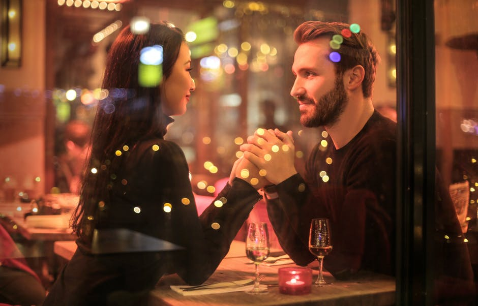 10 Alasan Perempuan Lebih Tertarik Pada Pria Dewasa