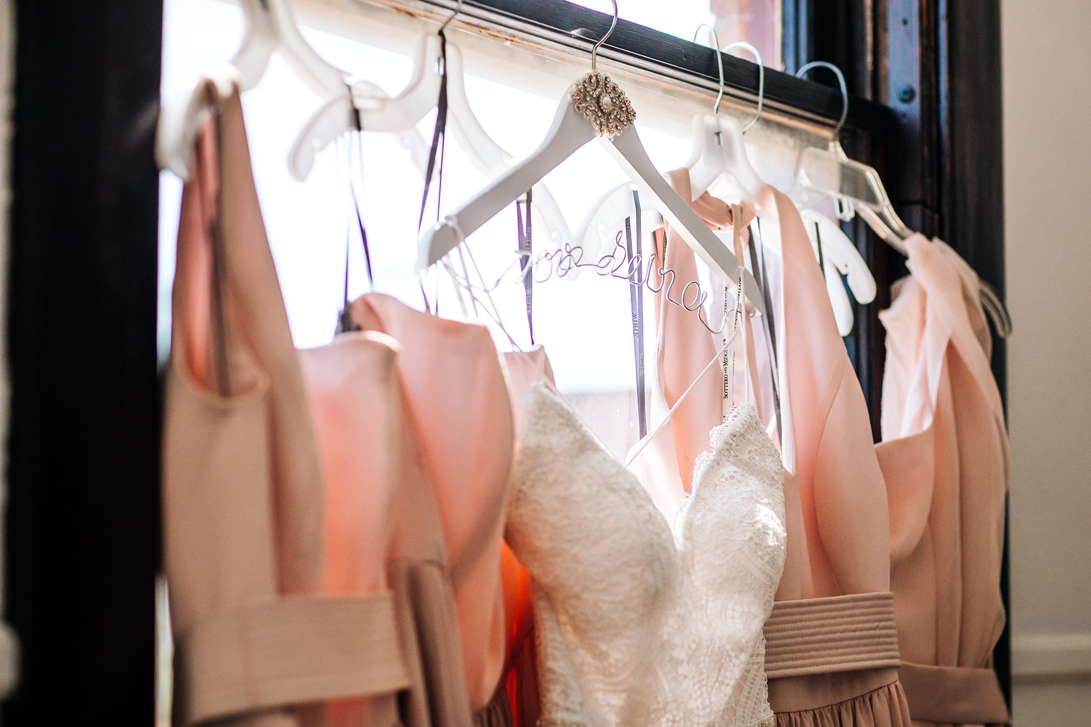 Tetap Awet, Begini Tips & Trik Menyimpan Gaun Pernikahan