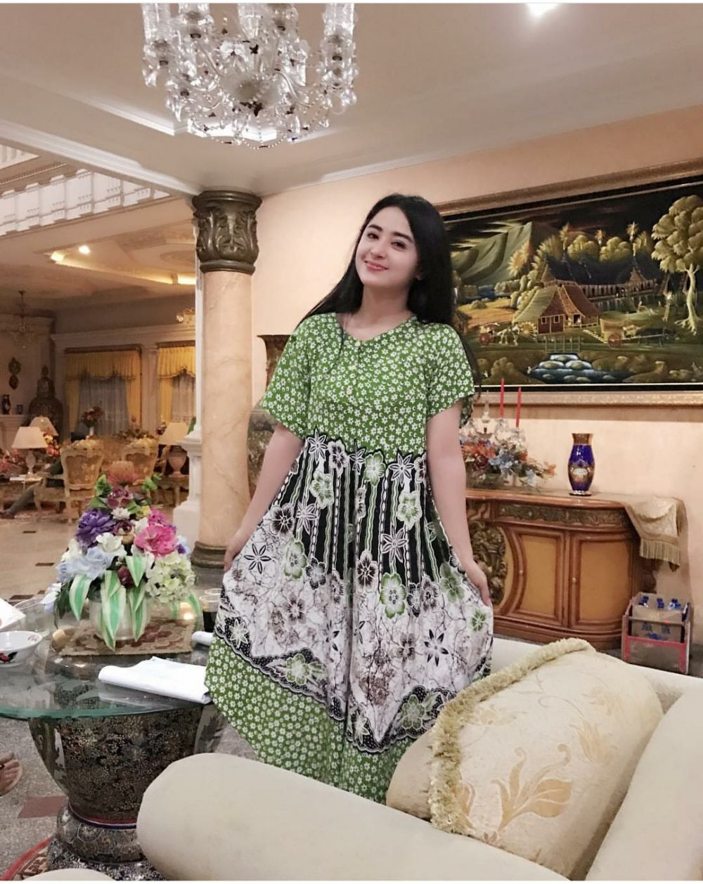 Deretan Gaya Artis Kaya Raya yang Hobi Pakai Daster, No Jaim!