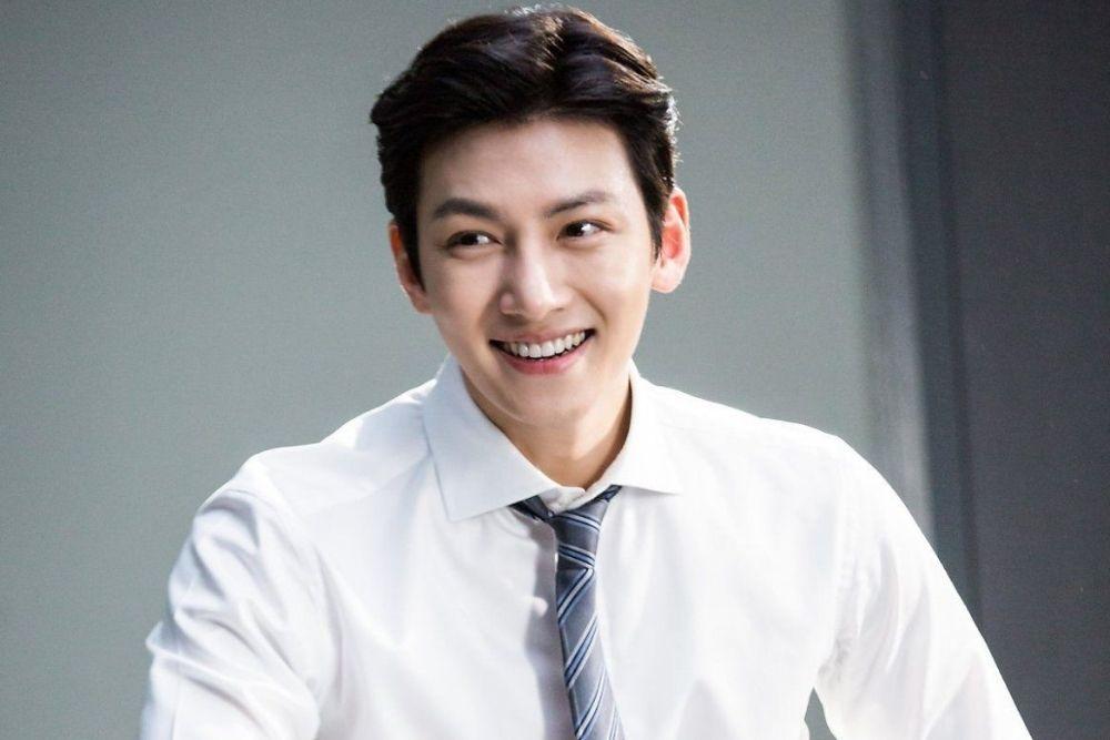 Pesona Song Joong Ki dan Aktor Lainnya yang Berperan Sebagai Pengacara