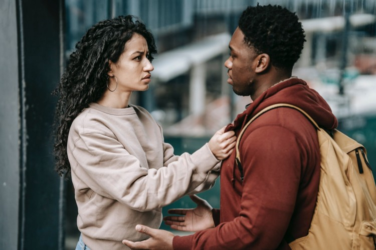 6 Tanda Kamu Suka Ngomel pada Pasangan dan Cara Menghentikannya