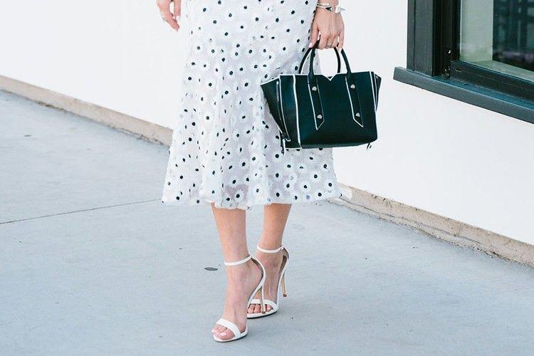 Flared Skirt, Cara Mudah Tampil Chic dan Feminin
