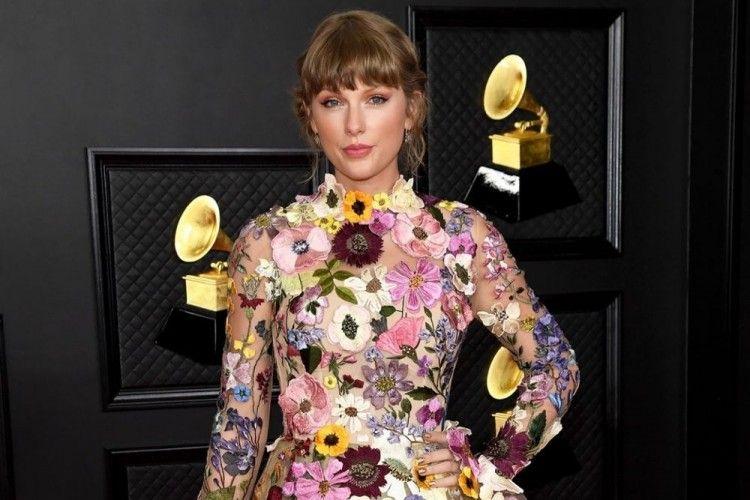 Natural hingga Bold, 8 Makeup Look Terbaik di Grammy Awards 2021