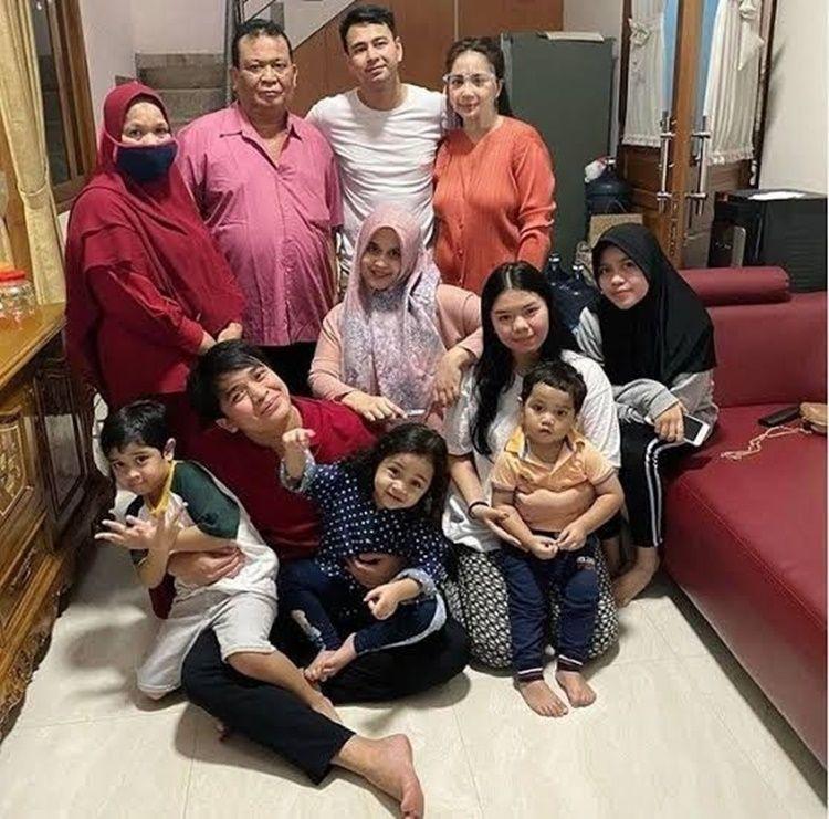Sedih, 9 Seleb Ini Terpapar COVID-19 Bareng Anggota Keluarganya