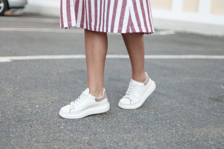 Cara Membersihkan Sol Sepatu Putih yang Kotor dan Menguning