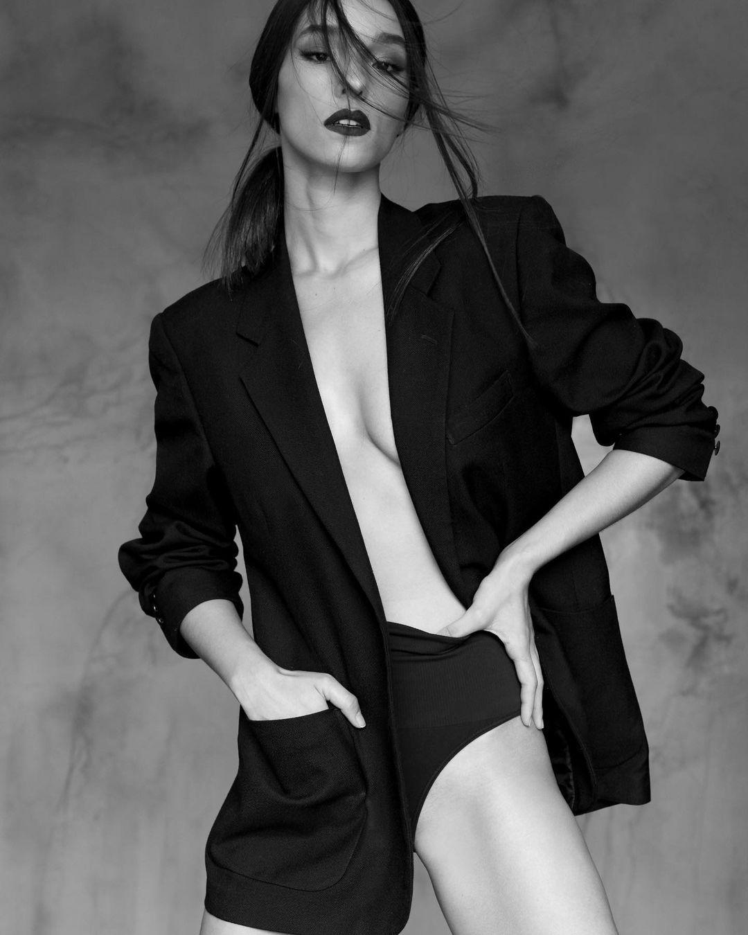 Model Bule, Ini Gaya Sensual Vanessa Lima Pacar Erick Iskandar