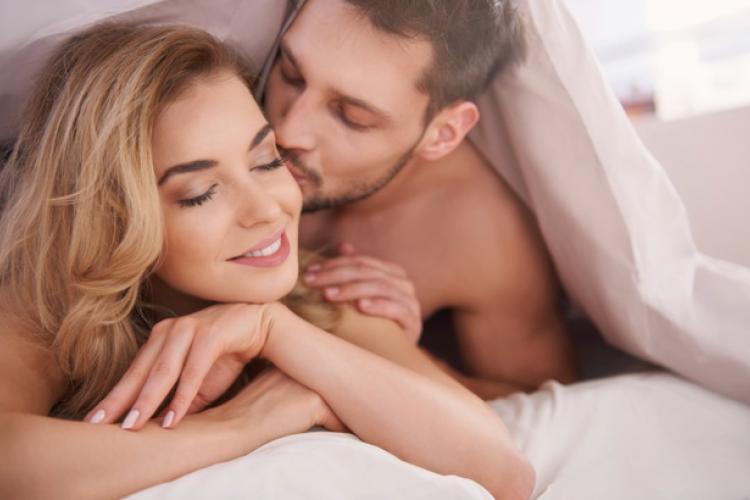 Nikmat dan memuaskan, Ini 8 Tips Bercinta di Siang Hari